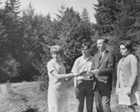 1968 Fairhaven Students with the Dean