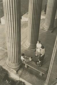 1947 Edens Hall: Columns