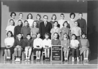 1964 Sixth Grade Class with Leslie Crawford