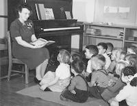 1947 Synva Nicol Reading To Kindergarten Class