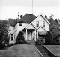 Off-campus housing: 724 North Garden Street