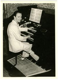 Gunnar Anderson at large electric organ