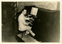 Gunnar Anderson seated at an organ