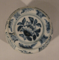Lidded box with blue decoration of floral panels, flower on lid