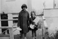 1951 Carole and Mary Looysen