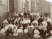 1909 Senior Class on steps of the Main Building