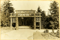 The original  Meridian Street entrance to Cornwall Park, constructed from large logs
