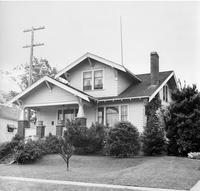 Off-campus housing: 908 Maple Street