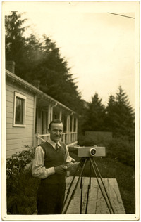 Galen Biery with his panoramic camera, Petersburg (Alaska)