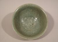 Sawankhalok ware bowl with incised lotus in interior