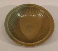 Plate with grooved cavetto, impressed central flower