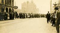 Crowds on Dock (Cornwall) for 1912 marathon