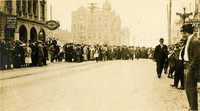 Crowds on Dock (Cornwall) for 1912 marathon