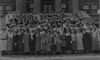 1925 Edens Hall: Residents on Steps