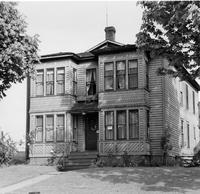 Off-campus housing: 920 High Street