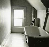 Off-campus housing: Bathroom