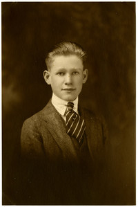 Studio portrait of E.I. Jacobson in profile