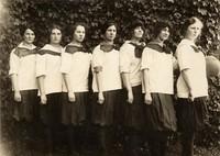 1913 Basketball Girls (Freshmen)
