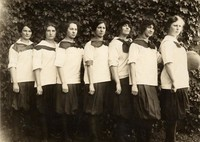 1913 Basketball Girls (Freshmen)
