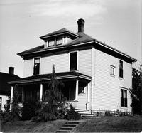 Off-campus housing: Unidentified house (exterior)