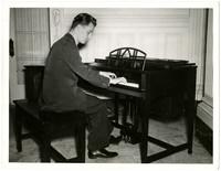 Gunnar Anderson playing piano