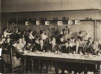 1910 Art Class:  Daffodils