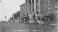1927 Campus Day: Crowd Eating