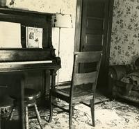 Off-campus housing: Piano
