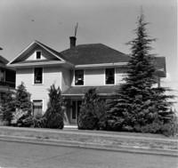 Off-campus housing: 623 High Street
