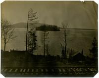 """Dot Island"" sits in the middle of Chuckanut Bay, Washington"