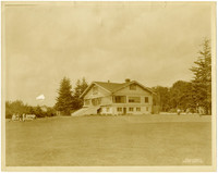 View of lawn and Bellingham Golf and Country Club clubhouse