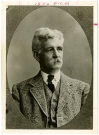 Studio portrait Charles Donovan